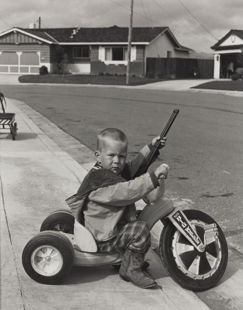 bill-owens-suburbia-series-1972-richie-playing-with-guns-1366610966_org