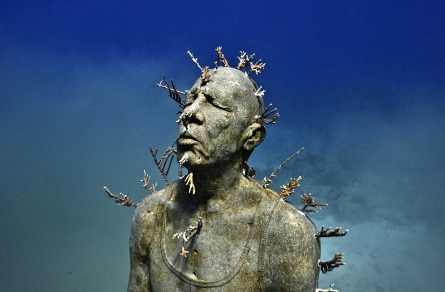 man-on-fire-007-jason-decaires-taylor-sculpture